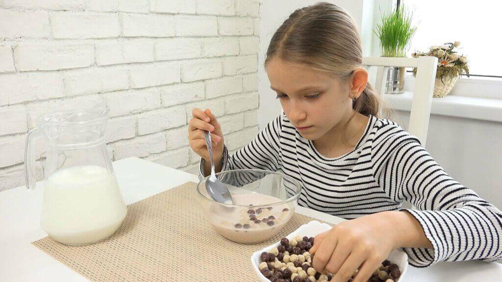Miksi teini-ikäisen on tärkeää syödä aamiainen?