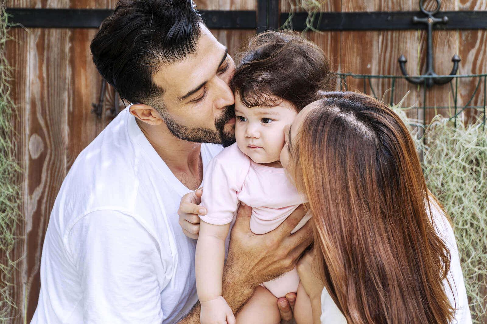 Lapsen emotionaalinen kehitys 6-12 kuukauden iässä