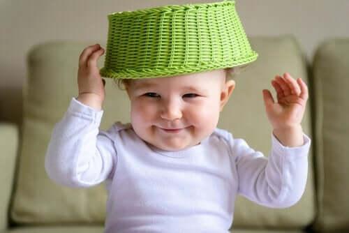 Mitä sensomotorisen älykkyys on ja miten se kehittyy lapsen kasvaessa?