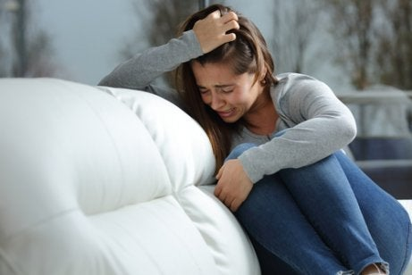 Teini-ikäisen trikotillomania voi johtua esimerkiksi masentuneisuudesta tai jännittyneisyydestä