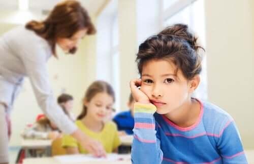 Kuinka opettaa lasta käsittelemään tylsistymistä?