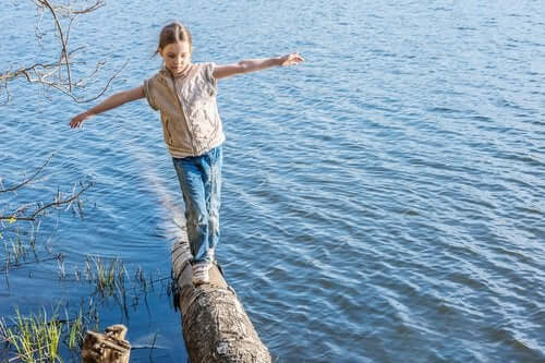 7 tehokasta harjoitusta kehittämään lapsen tasapainoa