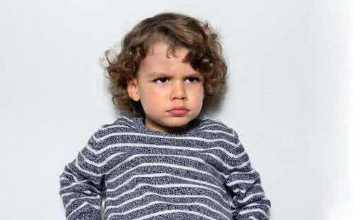 Valittaako lapsi manipuloidakseen?