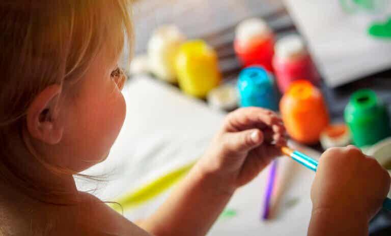 Lapsen kuvallisen ilmaisun kehitys