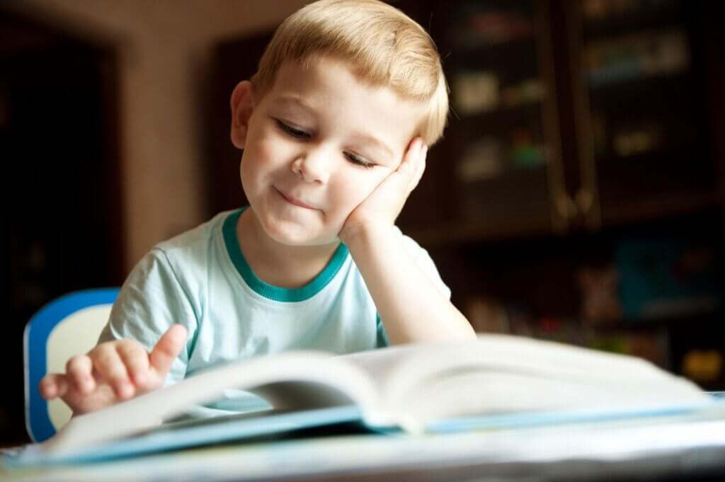 Mikä on paras ikä alkaa opetella lukemista?